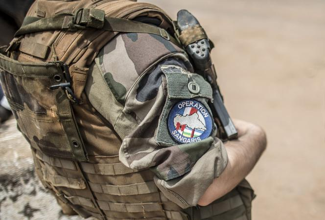 Un militaire français de l'opération Sangaris dans le district de Bangui en Centrafrique, le 4 juin.