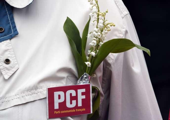 Un militant du Parti communiste français (PCF) lors d'unrassemblement du 1er mai, à Rennes, en 2015.