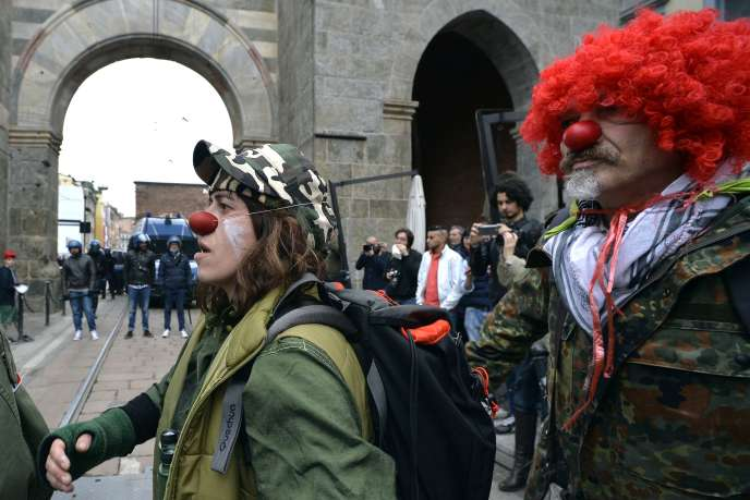Des manifestants lors du défilé «NoExpo», à Milan, le 1ermai.