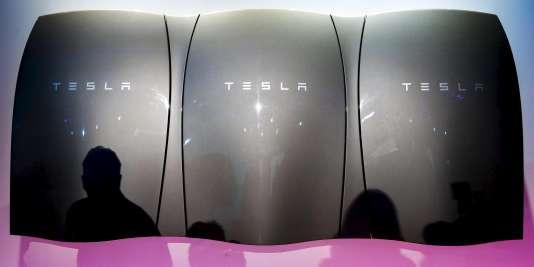 La batterie coûtera 3 500 dollars lors de sa mise sur le marché américain, à l'été 2015, et devrait être disponible dans le monde entier l'année prochaine.