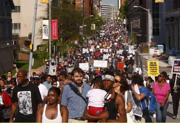 Des milliers de manifestants se sont à nouveau rassemblés samedi 2 mai à Baltimore pour demander justice pour Freddie Gray.