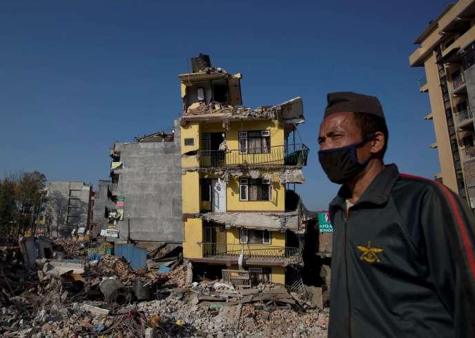Le nombre des victimes du séisme au Népal devrait encore augmenter, selon les autorités.