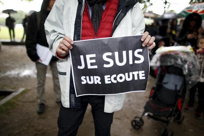 Lors d'une manifestation contre le projet de loi sur le renseignement, en mai 2015 à Paris.