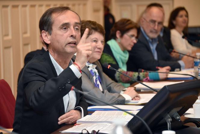 Robert Ménard, en conseil municipal à Béziers (Hérault), le 5mai.