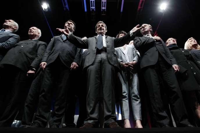 Nicolas Sarkozy (au centre), avec à sa droite Christian Estrosi et Jean-Claude Gaudin, et à sa gauche Dominique Estrosi-Sassone et Renaud Muselier, lors d'un rassemblement de l'UMP à Nice, le 22avril.