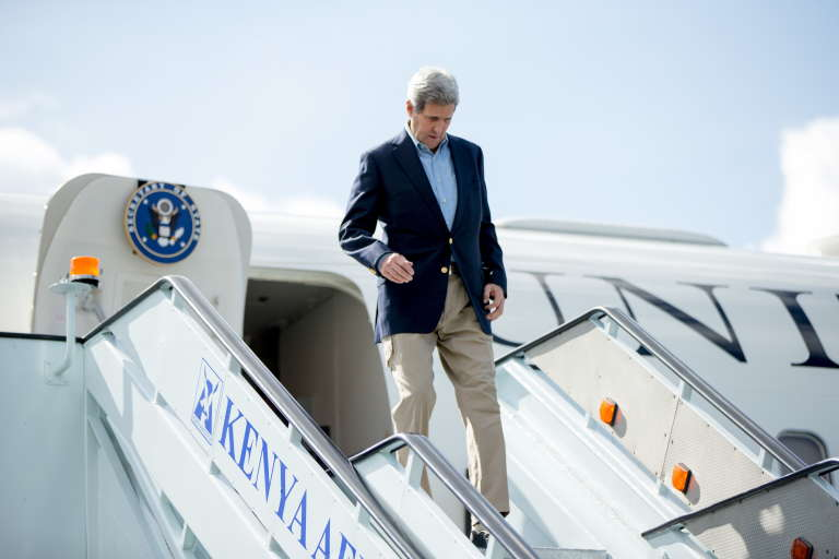 Le secrétaire d'Etat américain, John Kerry, à son arrivée à l'aéroport de Nairobi le 3 mai 2015.