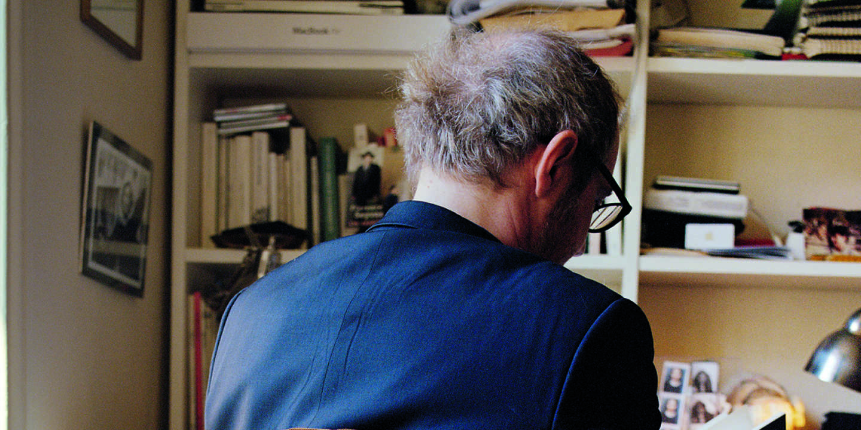 Arnaud Desplechin dans son bureau à Paris, en mai 2015.