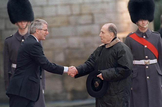 Le premier ministre britannique John Major et le président français François Mitterrand.