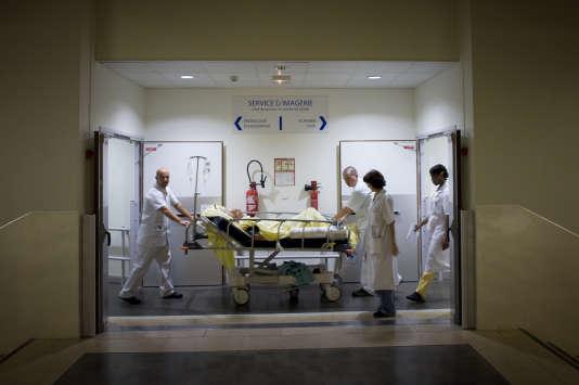 Des médecins à l'hôpital de Clichy, le 21 octobre 2008.