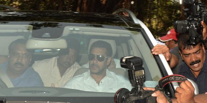 L'acteur de Bollywood Salman Khan à son arrivée au tribunal de Bombay le 6 mai.