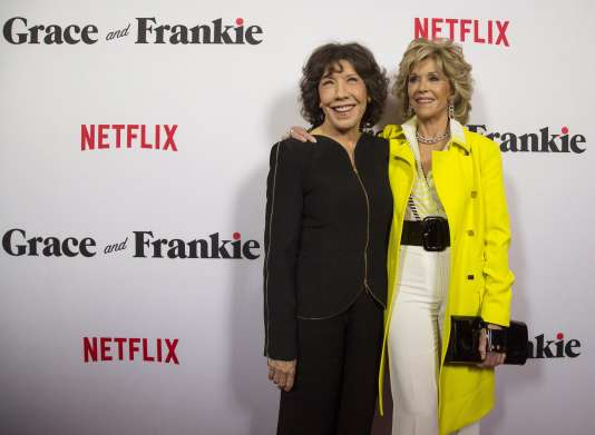 Lily Tomlin et Jane Fonda à la première de la nouvelle série « Grace and Frankie » produite et diffusée par Netflix, à Los Angeles, le 29 avril 2015.