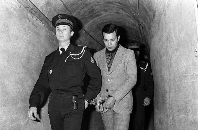 Photo prise le 24 février 1977 du Tunisien Hamida Djandoubi, 28 ans, arrivant à son procès. Il fut le dernier condamné à mort exécuté en France, le 9 octobre 1977, à la prison des Baumettes, à Marseille.