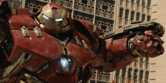 """Hulkbuster dans une scène du film """"Avengers: Age of Ultron""""."""