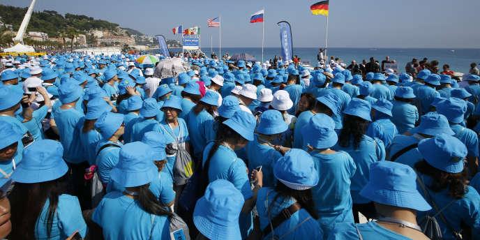 Les employés du groupe chinois Tiens, le 8 mai à Nice.