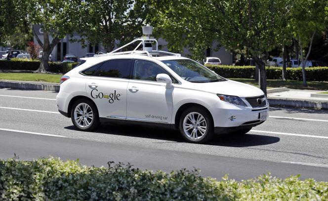 Une voiture sans chauffeur Lexus de Google, en Californie.