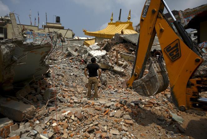 Les débris d'un monastère dans le district de Manang, le 10 mai.