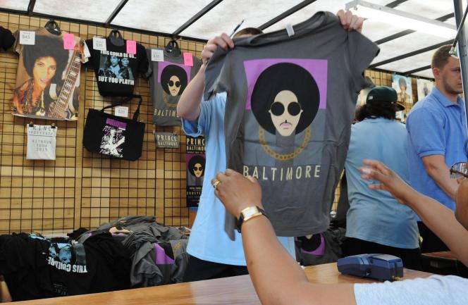 Un tee-shirt à l'effigie de Prince, à l'occasion de son concert à Baltimore, le 10mai.