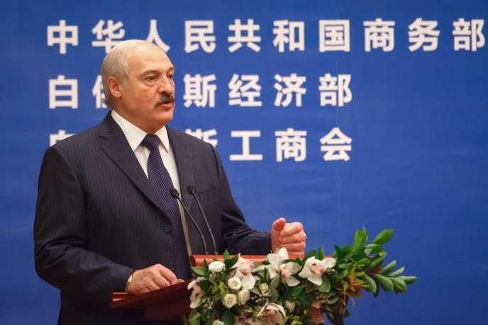 Le président biélorusse, Alexandre Lukachenko,  le 11 mai, lors de la visite du président chinois, Xi Jinping, à Minsk pour signer des accords commerciaux.