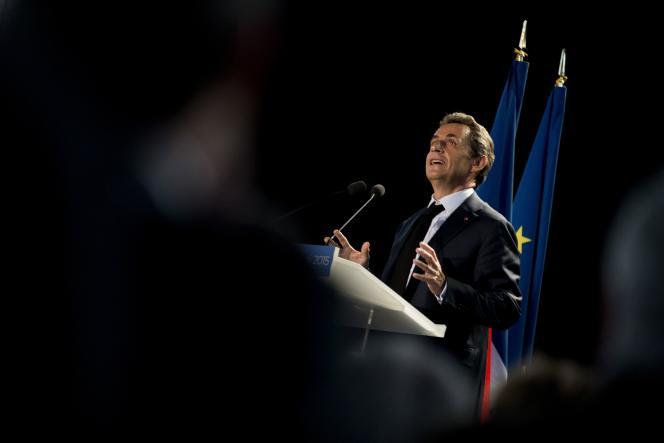 Nicolas Sarkozy lors d'une réunion publique aux Pavillons-sous-Bois (Seine-Saint-Denis) le 11 mai.