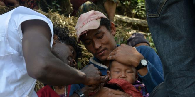 Intervention de Médecins sans frontières dans un village situé à60kilomètres au nord-ouest de Katmandou.