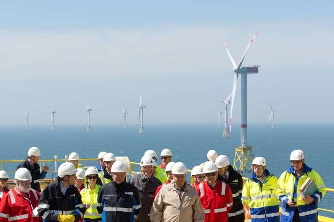 100 000 créations d'emplois sont attendues d'ici 2020 dans le secteur des énergies renouvelables, selon Damien Mathon, délégué général du syndicat des énergies renouvelables. AFP PHOTO / POOL / CHRISTIAN CHARISIUS