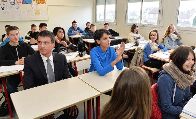 Manuel Valls et Najat Vallaud-Belkacem, lors d'une visite dans un collège de Soissons, le 13 mars.