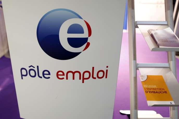 Près d'un quart des jeunes de moins de 25 ans est  touché par le chômage en France.  REUTERS/Charles Platiau