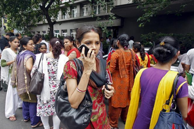 Le «bouton de panique» que le gouvernement indien veut installer sur tous les téléphones a pour but de venir en aide aux femmes.