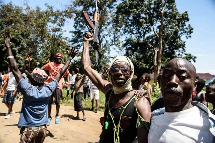 Parmi les manifestants figurent des anciens de divers groupes armés constitués notamment durant la guerre civile, qui a duré de 1993 à 2005. Notamment des «démobilisés», d'ex-membres des Forces nationales de libération (FNL), la rébellion hutu d'Agathon Rwasa qui, dans le passé, s'est rendue responsable de nombreux massacres.