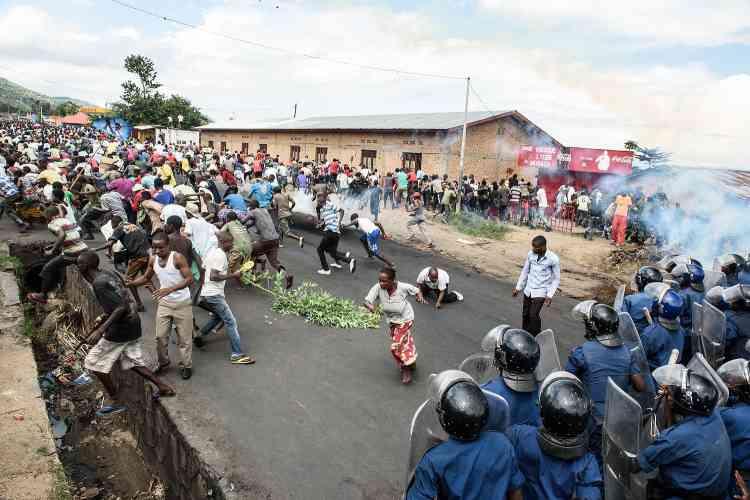 La police a dû affronter des foules compactes et n'a pas hésité à tirer. Ici, dans le quartier de Musaga.
