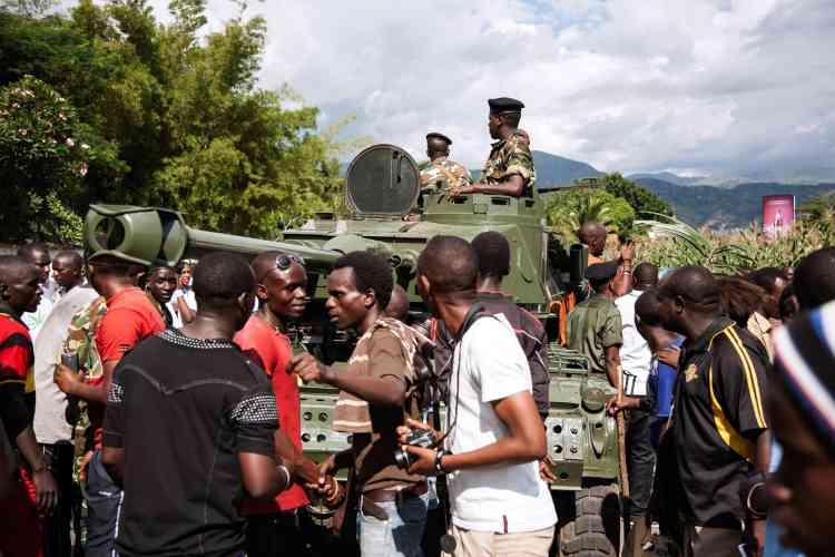 Dans l'après-midi, des négociations avaient lieu au sein de l'état-major de l'armée, après l'annonce du coup d'Etat par le général Godefroid Niyombare.