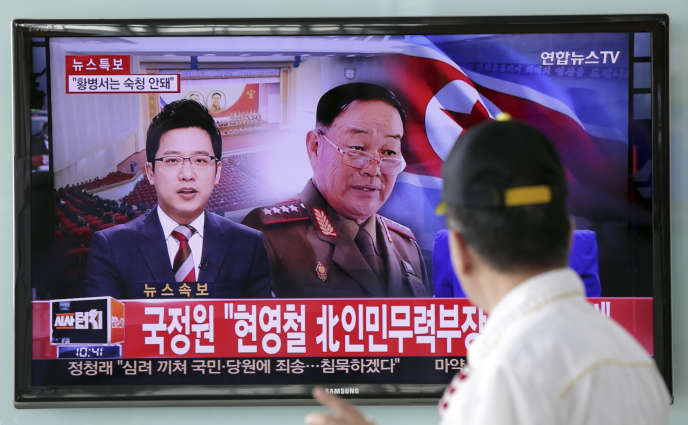 Séoul, le 13 mai. La télévision sud-coréenne annonce l'exécution du ministre nord-coréen de la défense Hyon Yong-chol, le 16 avril 2015.