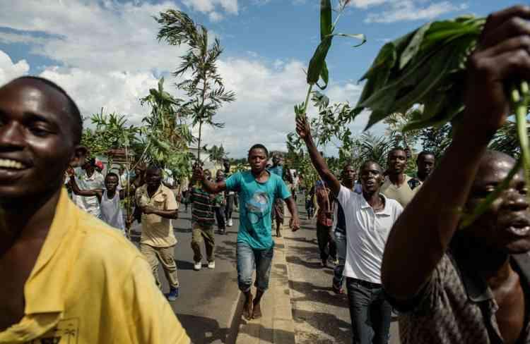 L'annonce de la tentative de coup d'Etat sur la radio privée RPA a déclenché des célébrations parmi les manifestants de la capitale. La police, qui réprime violemment les manifestations de la capitale depuis deux semaines, a disparu du centre-ville dans l'après-midi.