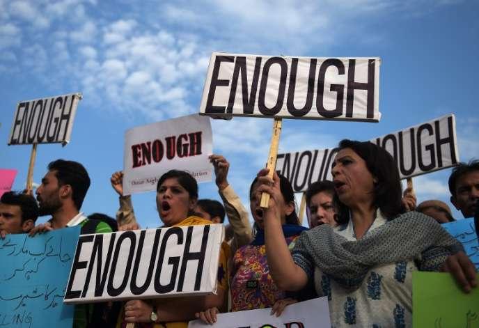 Manifestation après l'attaque d'un bus qui a fait 43 morts parmi la minorité chiite pakistanaise, mercredi.
