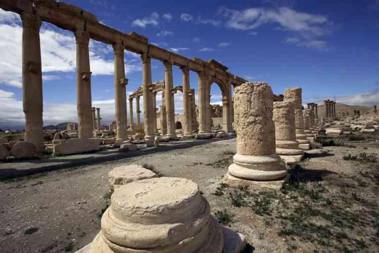 Le site archéologique, célèbre pour ses colonnades torsadées romaines et ses tours funéraires, est inscrit au patrimoine mondial de l'humanité.