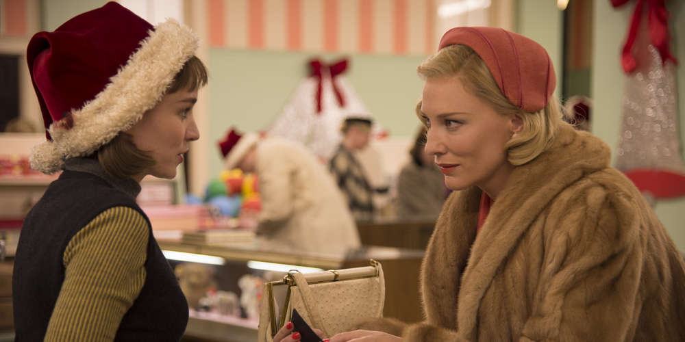 Rooney Mara et Cate Blanchett (récompensée par le prix d'interprétation féminine à Cannes en mai 2015) incarnent avec brio deux femmes, une jeune vendeuse et une bourgeoise, emportées par une folle passion amoureuse dans l'Amérique puritaine des années 1950.