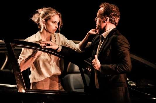 """Nina Hoss (Andrea) et Mark Waschke (Boris) dans """"Bella Figura"""", de Yasmina Reza."""