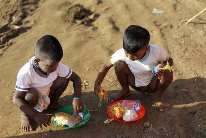 Des enfants rohingyas dans le camp de réfugié du village de Kuala Cangkoi, dans le nord de l'Indonésie, le 18 mai.