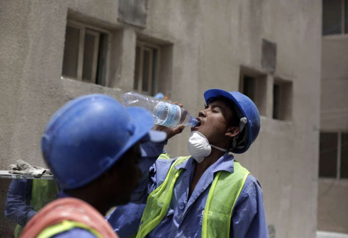 A Doha, en mai 2015. La construction des infrastructures pour la coupe du monde de football en 2022 a attiré l'attention sur les conditions de vie des travailleurs étrangers.
