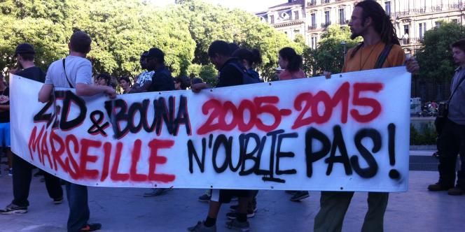 Une centaine de personnes se sont réunies, le 18 mai, à Marseille pour dénoncer la relaxe des deux policiers mis en cause dans la mort de Zyed et Bouna en octobre 2005.