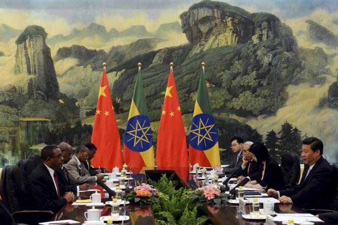 Rencontre entre le premier ministre éthiopien, Hailemariam Desalegn ( à gauche ) et le président chinois, Xi Jingping ( à droite ), Pékin, juin 14, 2013.
