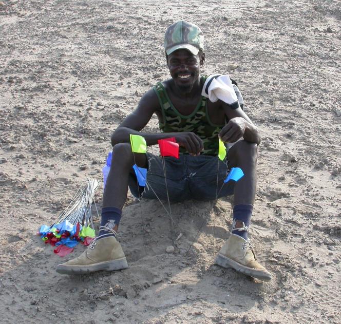 Sammy Lokorodi, prospecteur membre de la mission archéologique, originaire de la région Turkana, qui a découvert le site où ont été mis au jour les plus anciens outils lithiques.