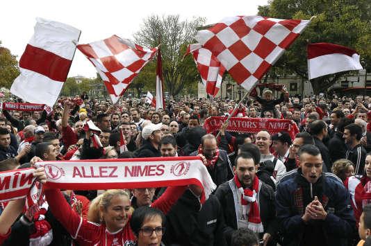 Des supporteurs nîmois manifestant pour la défense de leur club, le 22 novembre 2014, à Nîmes.