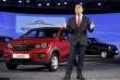 Le PDG de Renault Carlos Ghosn, devant la Kwid, modèle lancé en 2015 en Inde.