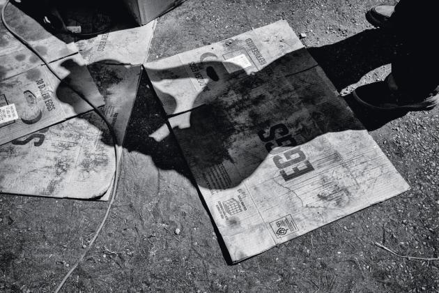 Un homme en manque d'eau, à Alpaugh (2014).
