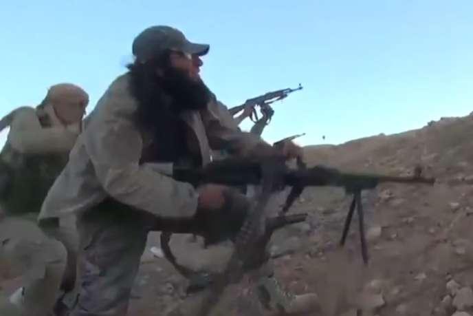 Un combattant de l'Etat islamique, près de Palmyre en Syrie.