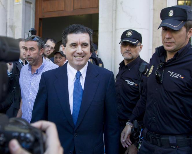 L'ancien président des Baléares, Jaume Matas (PP), ici à la sortie d'un tribunal de Palma de Majorque en mai 2012, est de nouveau visé par une enquête judiciaire pour fraude et usage de faux.