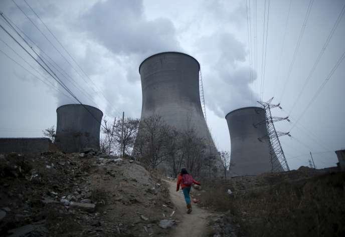 Pollution autour d'une centrale électrique à charbon en Chine, dans la province du Hebei.
