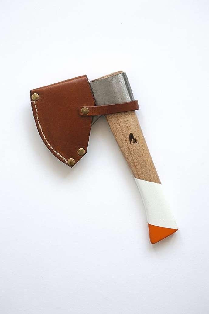 Hache de poche fabriquée par l'entreprise espagnole Rudo y Noble. A partir de 115 euros. www.rudoynoble.es et www.thegardenedit.com