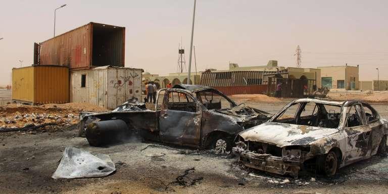 A Mistrata, sur le site d'un attentat suicide, le 21 mai.